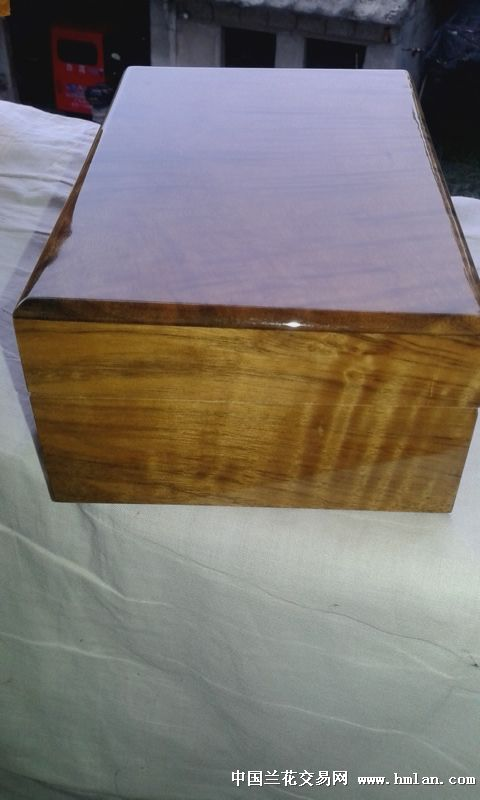 所有分类 金丝楠木首饰盒  满花纹的金丝楠木首饰盒,规格为长20厘米